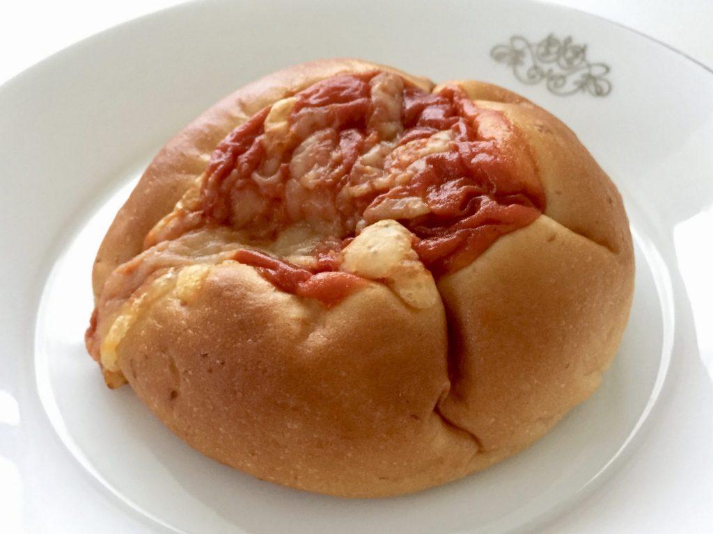 ファミマでライザップのトマトとチーズのパン