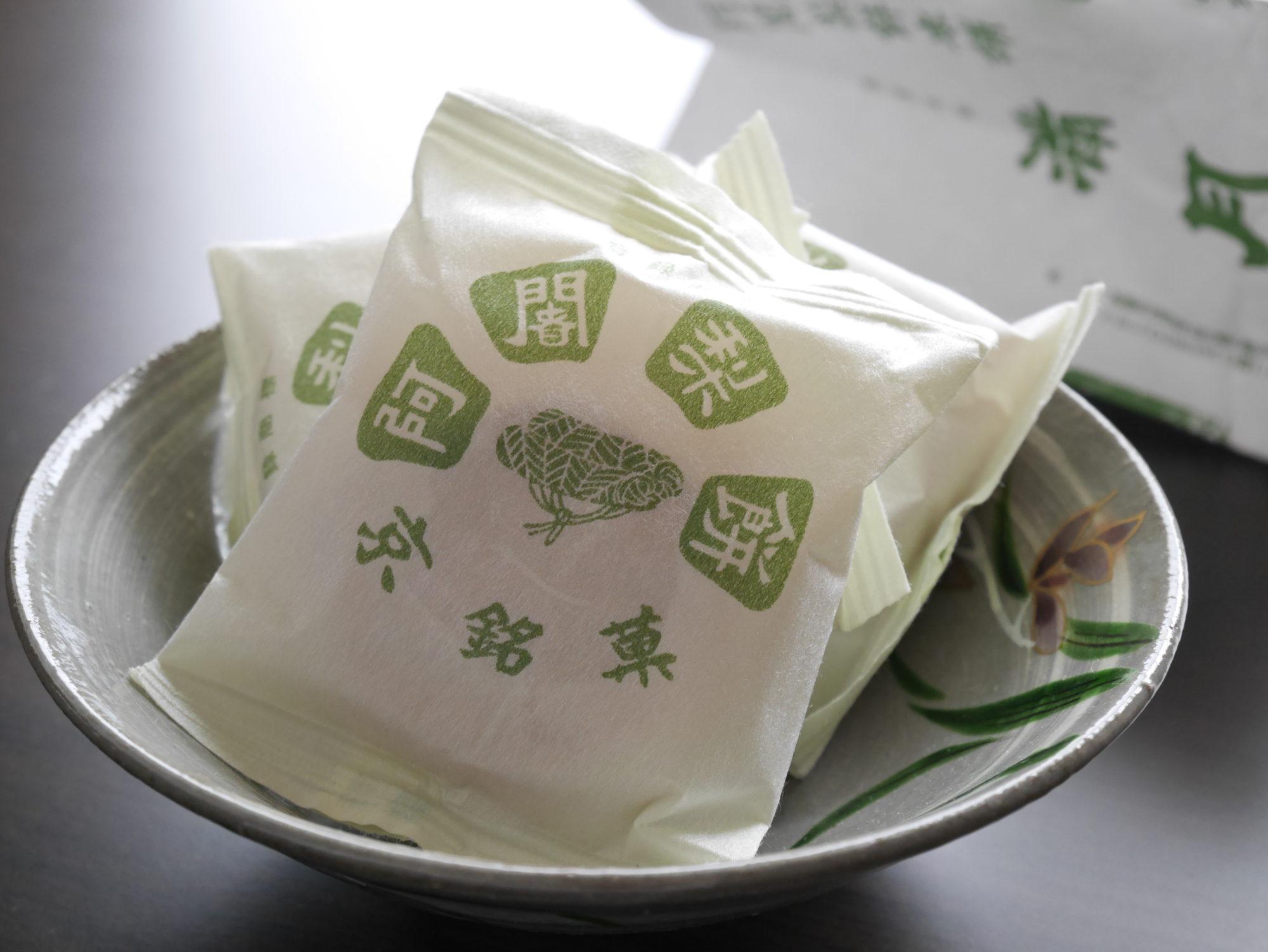 しっとりもっちり独特な食感、京都「満月」の阿闍梨餅(あじゃりもち)