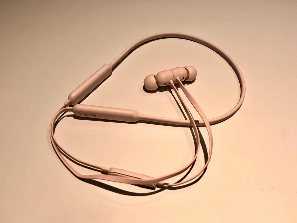 Air Podsが耳に合わず、BeatsXのワイヤレスイヤホンを買ってみたら正解だった!
