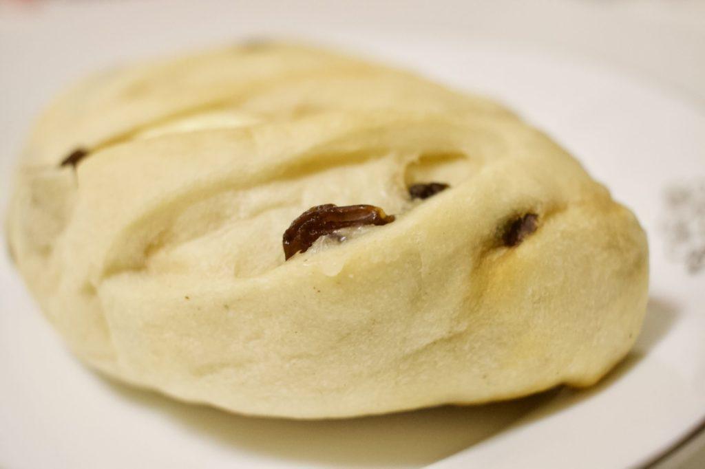 シズヤのレーズンとクリームチーズのパン