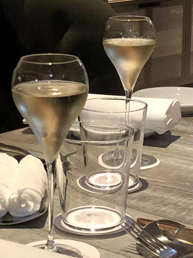 ジョニーズブラッセリー シャンパン