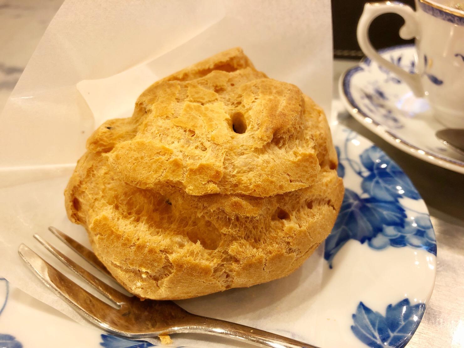 京都祇園「カフェ牛若丸」のシュークリームを食べてみた